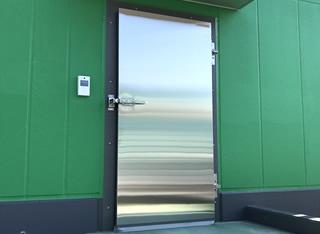 オーバーラップドア